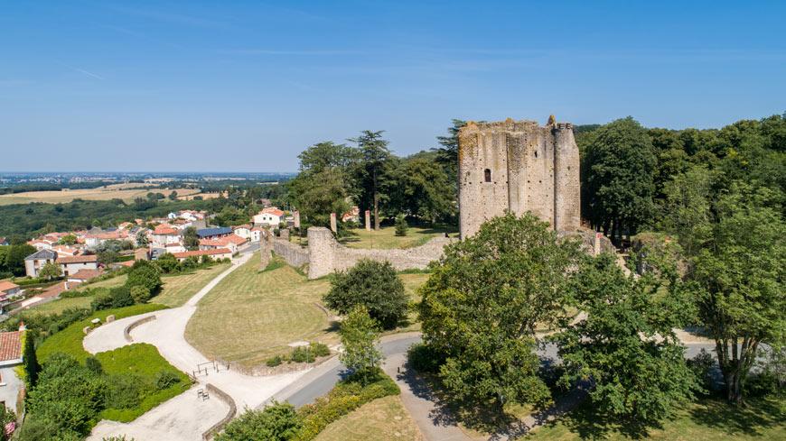 Vue aérienne sur la forteresse médiévale