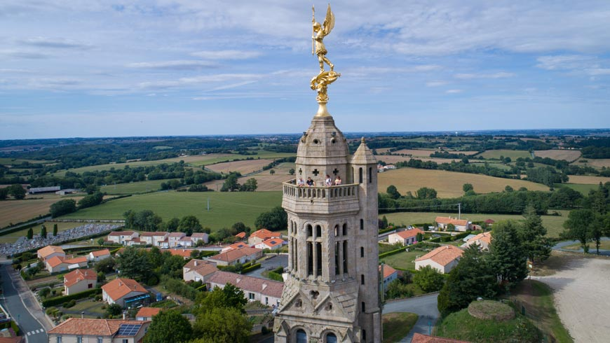 Le clocher de Saint-Michel-Mont-Mercure