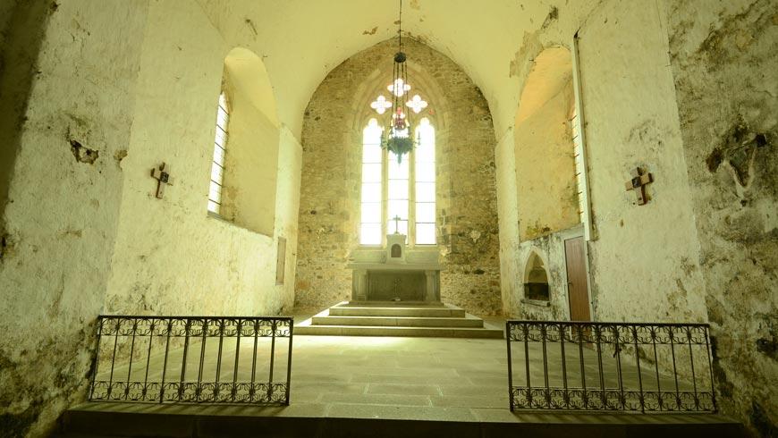 Autel de l'église Notre-Dame-du-Vieux-Pouzauges