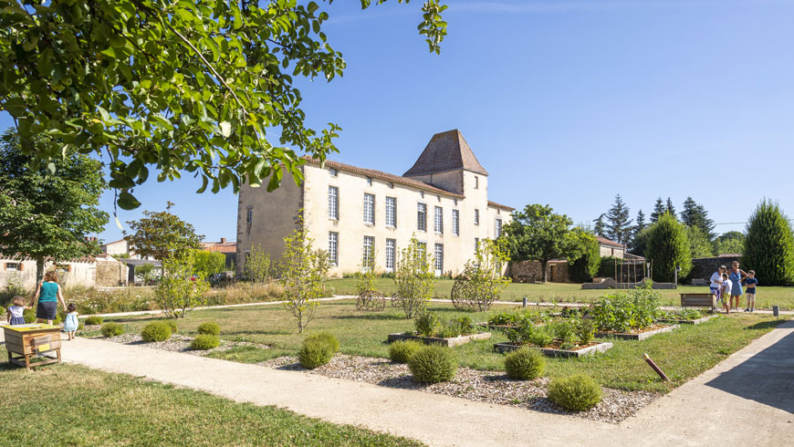 Les jardins du Manoir des Sciences à Réaumur