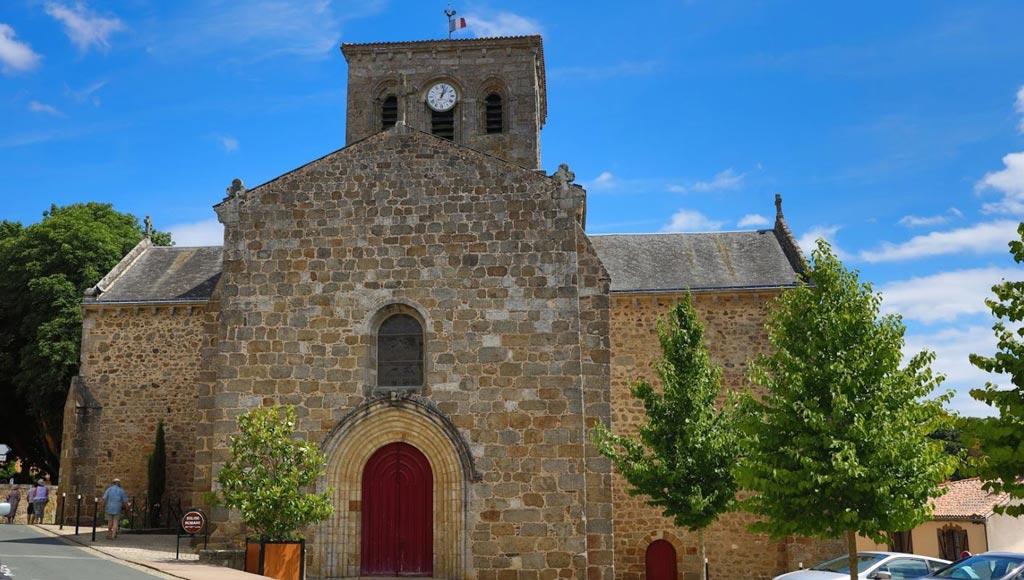 L'église Saint-Jacques au cœur de la ville de Pouzauges