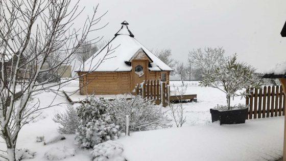 Kota finlandais sous la neige à la Courillère en Vendée