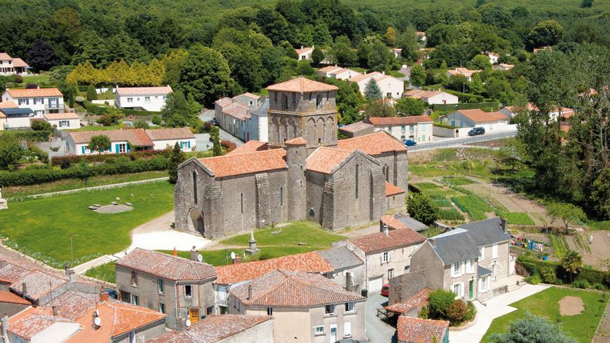 Vue aérienne église Notre-Dame de Pouzauges