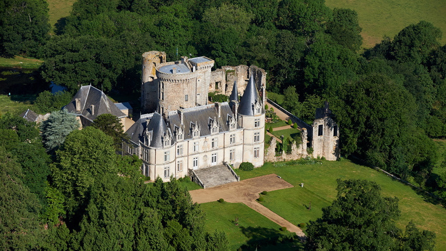 Vue aérienne du château de la Flocllière